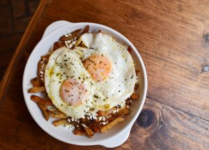 Fried eggs with feta cheese recipe
